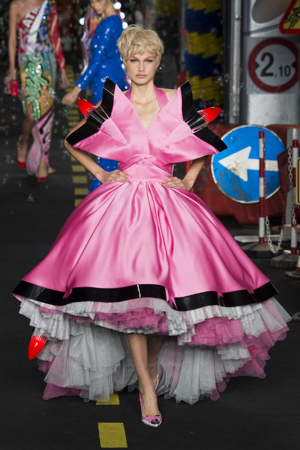Milan Fashion Week 2016 Spring Summer News Day two best moments-Moschino Milan Fashion Week 2016 Spring Summer News: Day two best moments Milan Fashion Week 2016 Spring Summer News: Day two best moments Milan Fashion Week 2016 Spring Summer News Day two best moments Moschino 4