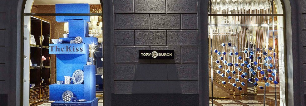 Tory Burch new window display at via Della Spiga boutique  Tory Burch new window display at via Della Spiga boutique Tory Burch new window display at via Della Spiga boutique COVER 980x340