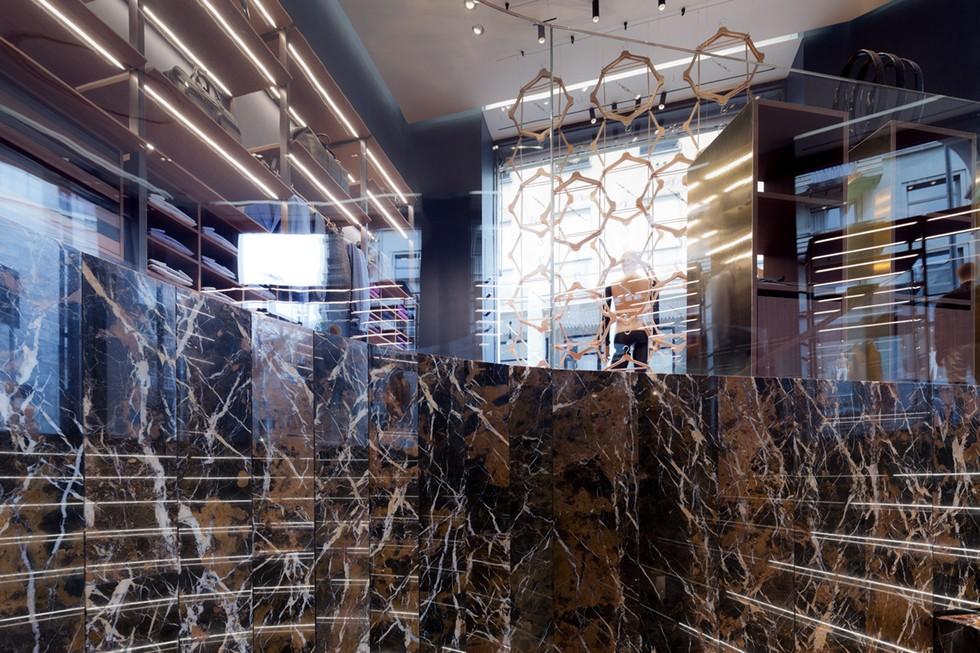 Milan Boutique stores – Ferutdin Zakirov designed by Paolo Lucchetta (4) milan boutique stores Milan Boutique stores – Ferutdin Zakirov designed by Paolo Lucchetta Milan Boutique stores     Ferutdin Zakirov designed by Paolo Lucchetta 4