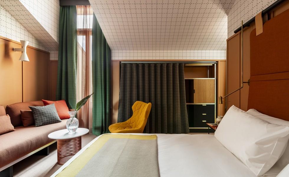 Bedroom decor in Giulia Hotel