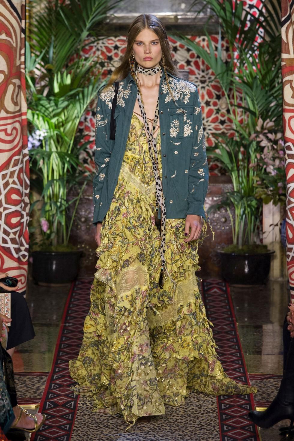 Roberto Cavalli fashion dresses milan fashion spring summer 2017 Milan Fashion Spring Summer 2017 – day one best moments Roberto Cavalli 1