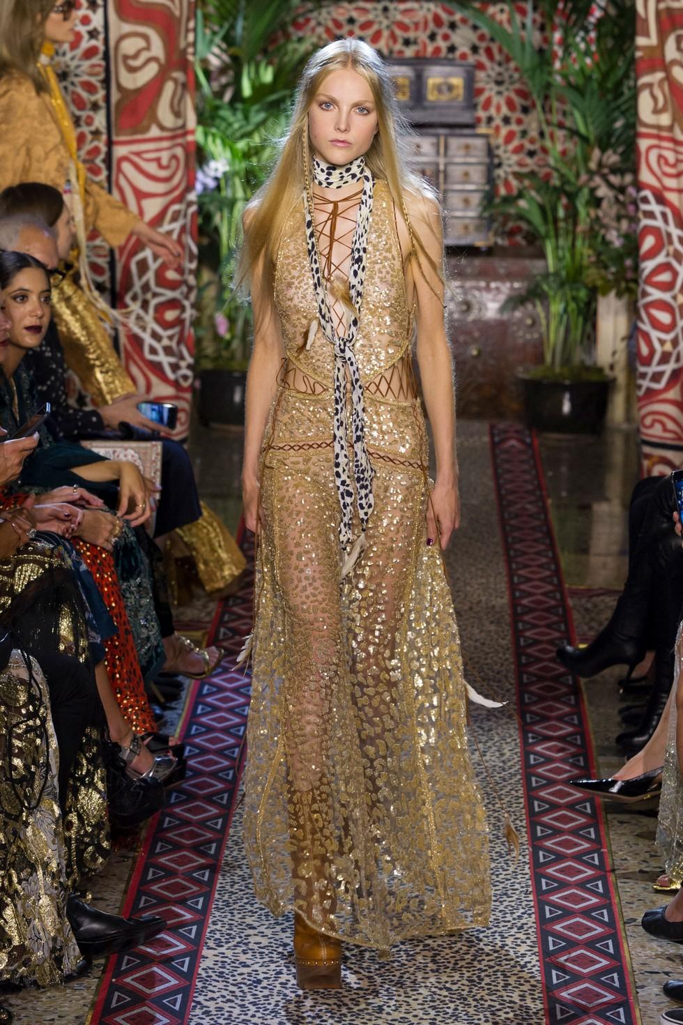 Roberto Cavalli fashion dresses milan fashion spring summer 2017 Milan Fashion Spring Summer 2017 – day one best moments Roberto Cavalli 2