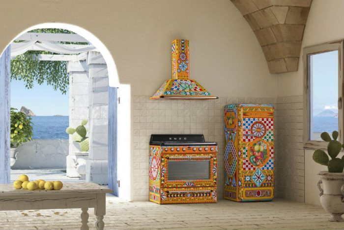 Divina Cucina Have you seen Smeg and Dolce & Gabbana's Divina Cucina? Dolce  Gabbana Smeg fornuis koelkast 700x467