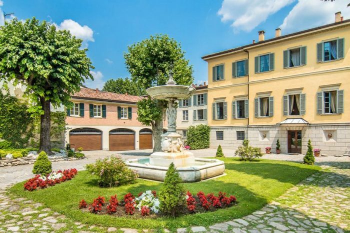 George Clooney's Mansion A look inside George Clooney's Mansion at Lake Como IMG1 9 700x467