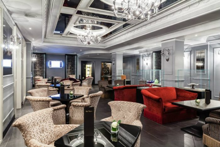Baglioni Hotel Carlton: an ideal place to spend Chrstmas in Milan baglioni hotel carlton Baglioni Hotel Carlton: an ideal place to spend Christmas in Milan Milan Hotel 4Baglioni Hotel Carlton Milano Caffe Baglioni   DiegoDePol 866x578 700x467