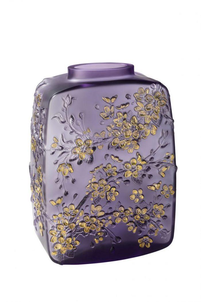interior design trends 8 Interior Design Trends To Enjoy Your Home Everyday 10708100 BD Fleurs de Cerisier vase purple LALIQUE SA scaled 1 700x1050
