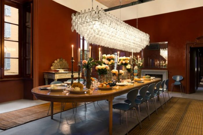 interior design trends 8 Interior Design Trends To Enjoy Your Home Everyday DimoreGallery dinner 02 768x512 1 700x467